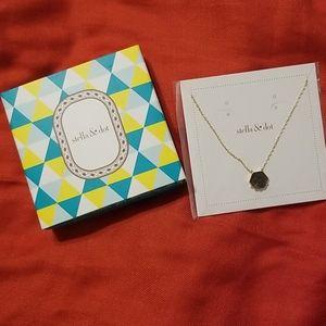 Stella & Dot Nova Pendant Necklace
